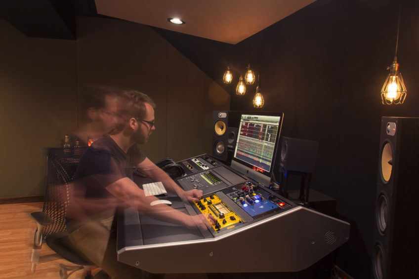Nashville based renown Producer/Engineer Travis Ball joined the Looptrotter Family